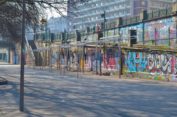 fietstocht langs donau graffiti
